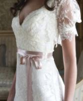فستان الزفاف ذو الحزام لعروس متألقة